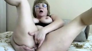 Mature Chinese housewife fingering pussy on webcam